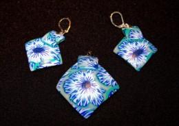 Obrázek výrobku: Modrá kytka na vypouklém čtverci