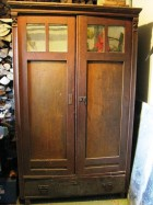 Výrobek: Stoletá dřevěná skříň