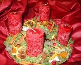 Obrázek výrobku: Adventní věnec s červenými svícemi