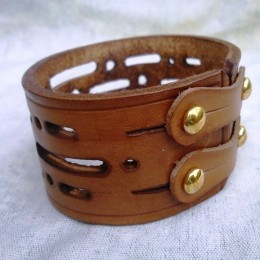 Obrázek výrobku: Ručně řezaný kožený náramek z pravé kůže, široký 4cm