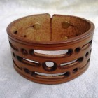 Výrobek: Ručně řezaný kožený náramek z pravé kůže2, široký 4cm