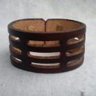 Výrobek: Ručně řezaný kožený náramek z pravé kůže3, široký 4cm