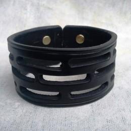 Obrázek výrobku: Ručně řezaný kožený náramek, černý