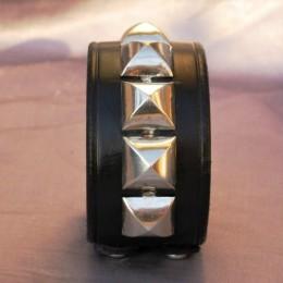 Obrázek výrobku: Kožený náramek s pyramidami , pyramidy velké