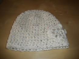 Obrázek výrobku: Dámská háčkovaná čepice s flitry - bílá
