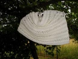Obrázek výrobku: Bílý ručně pletený nákrčník