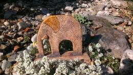 Obrázek výrobku: Slon na podstavci, 14 cm