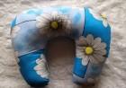 Výrobek: Cestovní polštáŕ - světlé modrý s květy