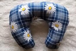 Obrázek výrobku: Cestovní polštář - tmavě modrý s květy