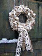 Výrobek: Věnec z pytloviny s bavlněnou krajkou