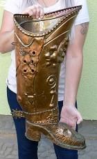 Výrobek: Mušketýrská měděná zdobená bota - stojan na deštníky