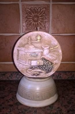 Obrázek výrobku: Svíčka s dekorem - imitace keramiky - vůně kakaověho másla