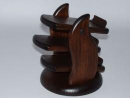 Obrázek výrobku: Třípatrový stojan na dálkové ovládače - mořený tmavě hnědý buk
