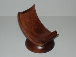Obrázek výrobku: Dřevěný stojánek na mobil - buk mořený - hnědý