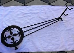 Obrázek výrobku: Stará kovaná podložka pod pánev