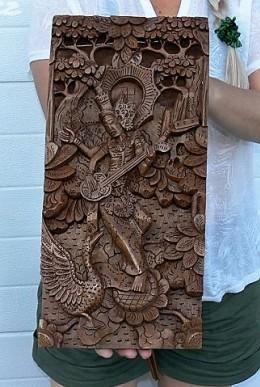 Obrázek výrobku: Vyřezávaný dřevěný obraz s indickou bohyní