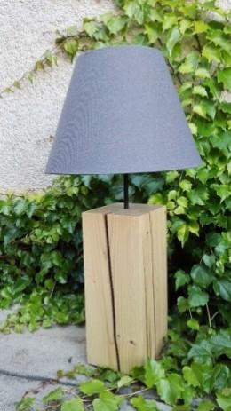 Obrázek výrobku: Originální lampa na dřevěném podstavci - šedá
