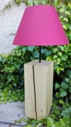 Výrobek: Originální lampa na dřevěném podstavci - růžová