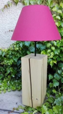 Obrázek výrobku: Originální lampa na dřevěném podstavci - růžová
