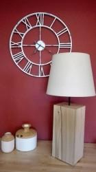 Výrobek: Originální lampa na dřevěném podstavci - bílá