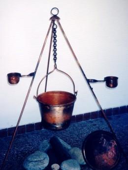 Obrázek výrobku: Čertův kotlík závěsný s vybavením