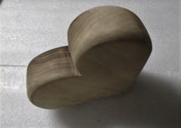 Obrázek výrobku: Dřevěné srdce - ořech