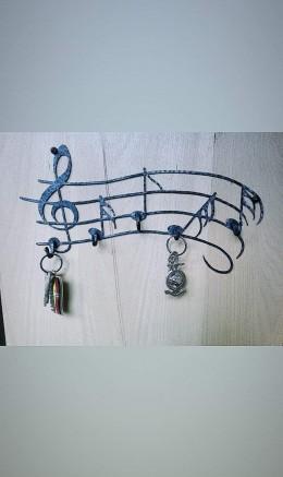 Obrázek výrobku: Kovaný věšák na klíče - noty