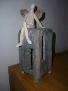 Výrobek: Anděl na keramickém kvádru, 26 cm