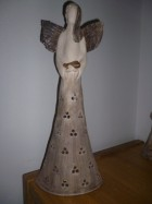 Výrobek: Anděl se srdcem, velký dírkovaný, 41 cm