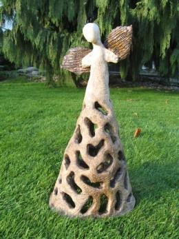 Obrázek výrobku: Anděl velký se širokou dírkovanou sukní, 42 cm
