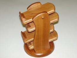 Obrázek výrobku: Stojánek na dálkový ovládač - čtyřpatrový - třešeň
