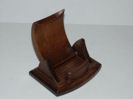 Obrázek výrobku: Dřevěný stojánek na mobilní telefon - sklopný - buk
