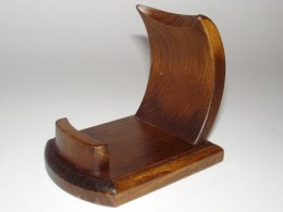 Obrázek výrobku: Dřevěný stojánek na mobil - jednoduchý, široký