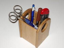 Obrázek výrobku: Stojánek na kancelářské potřeby s otvory - lakovaný dub