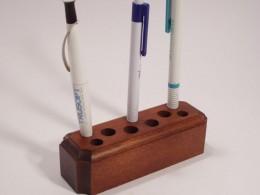 Obrázek výrobku: Stojánek na tužky - buk, povrch mořený a lakovaný
