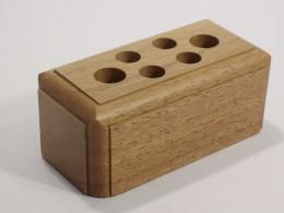 Obrázek výrobku: Stojánek na psací potřeby - ořech, povrch lakovaný