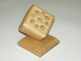 Obrázek výrobku: Stojánek na psací potřeby s podstavou - dub, povrch lakovaný