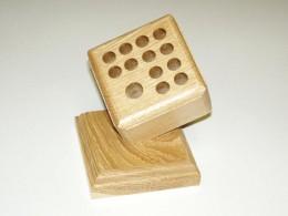 Obrázek výrobku: Stojánek na psací potřeby s podstavou2 - dub, povrch lakovaný