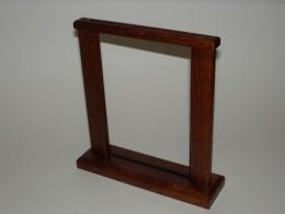 Obrázek výrobku: Dřevěný stojánek na nápojový lístek - dub, barva tmavě hnědá