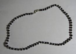 Obrázek výrobku: Bílo - černý nárdelník
