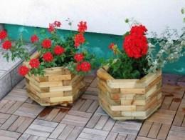 Obrázek výrobku: Dřevěný květináč - šestiúhelný - malý - borovice