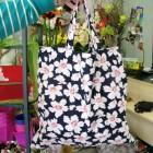 Výrobek: Nákupní taška s květy - tmavěmodrá