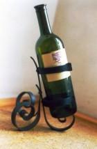 Výrobek: Originální ručně kovaný stojan na víno 1