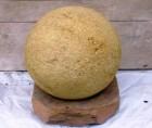 Výrobek: Dekorační koule na podstavci - průměr 50 cm - přírodní pískovec